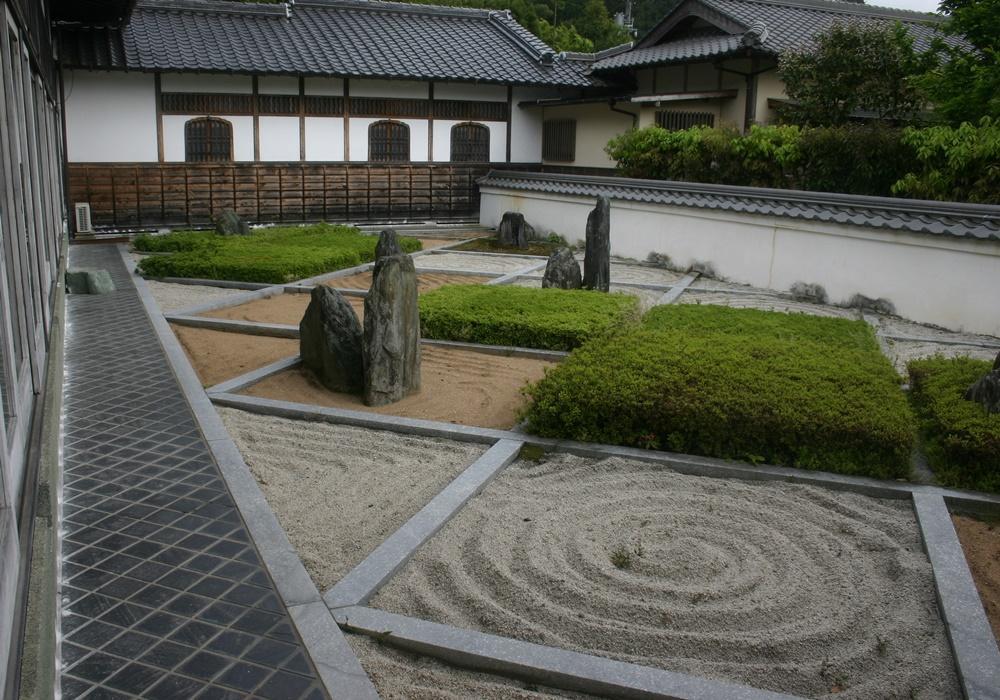 6 Relaxing Zen Garden Ideas | Sproutabl