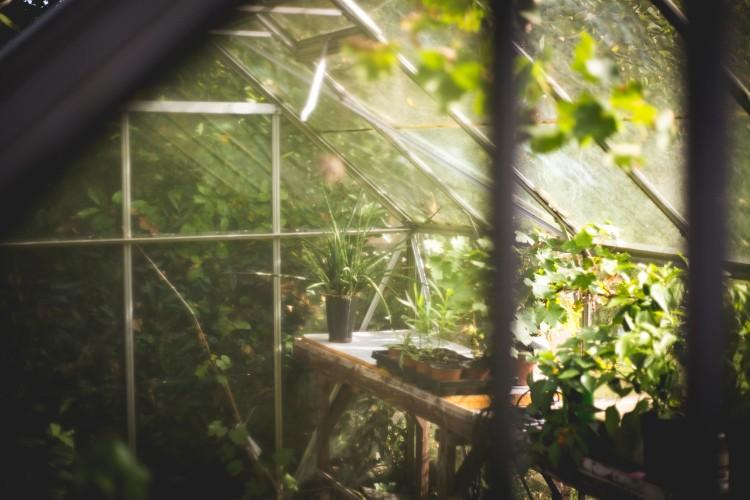 how to heat a greenhouse